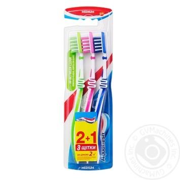 Зубна щітка Aquafresh Ін-бітвін Клін 2+1 - купити, ціни на Восторг - фото 1