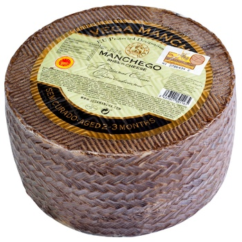 Сыр Vega Mancha Манчего 2-3 месяца 55% - купить, цены на МегаМаркет - фото 1
