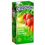 Сок Садочок яблочно-морковно-клубничный с мякотью 0,95л