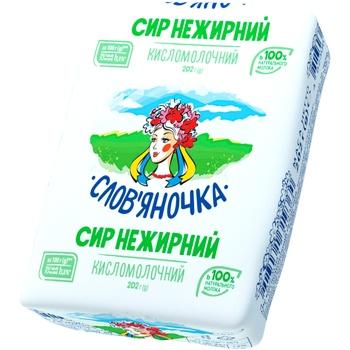 Творог Славяночка нежирный 202г Украина - купить, цены на Фуршет - фото 1