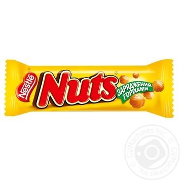 Батончик Nestle Nuts шоколадний з цільними лісовими горіхами 42г - купити, ціни на МегаМаркет - фото 1