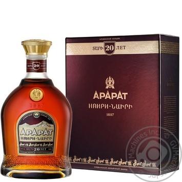 Коньяк Арарат Наірі 20 років 40% 0,5л в подарунковiй упаковцi
