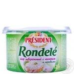 Сыр творожный Президент Ронделе с чесноком и травами 70% 125г