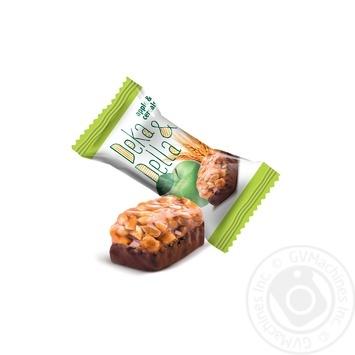 Цукерки Deka&Della яблуко та злаки глазуровані кондитерською глазур'ю з молочно-грильяжним корпусом Лукас ваг