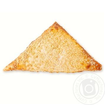 Треугольник с курицей в соусе бешамель 80г - купить, цены на Ашан - фото 1