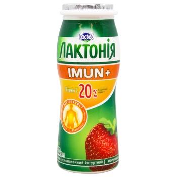 Напиток кисломолочный йогуртный Лактония клубника с пробиотиком L.Rhamnosus и витамином С Имун+ 1,5% 100г