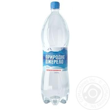 Вода минеральная Природне Джерело питьевая сильногазированная 1,5л - купить, цены на Фуршет - фото 1