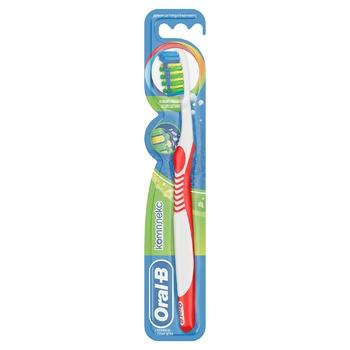 Зубная щетка Oral-B Комплекс Антибактериальная свежесть средняя
