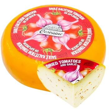 Сыр Cesvaine с вялеными помидорами твердый 45% - купить, цены на СитиМаркет - фото 1