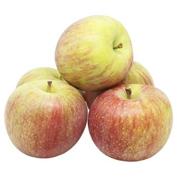 Яблуко Фуджі свіже вагове - купити, ціни на Ашан - фото 1