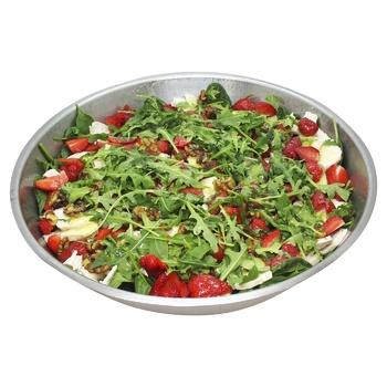 Салат с куриным филе, клубникой и шпинатом