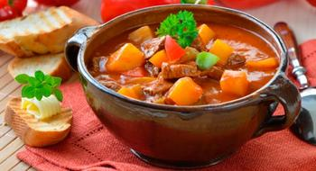 Густой рыбный суп с овощами и сливками