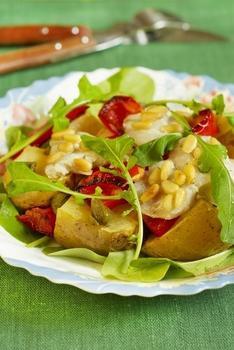 Салат из копченой рыбы с картофелем