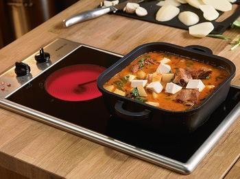 Червоний карі зі свинячими реберцями, картоплею і тофу