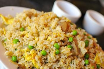 Рис із яйцем по-китайськи