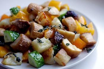 Теплий салат із грибами та картоплею