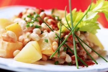 Картопляний салат з тунцем і квасолею