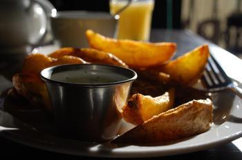 Печеный картофель с сыром фета и укропом