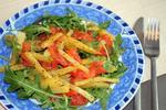 Салат с форелью и картофелем