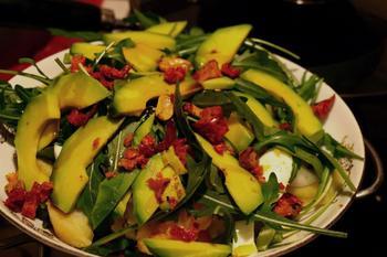 Салат зі спаржі, картоплі та авокадо