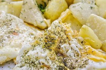 Картопля із омлетом