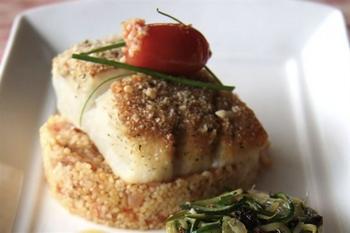 Жареная рыба с помидорами черри