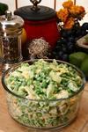 Салат із курки з картоплею, зеленим горошком та горіхами