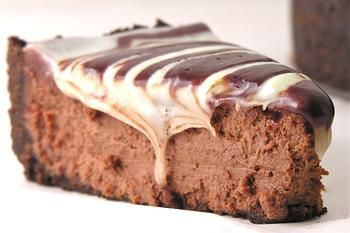 Шоколадний мармуровий чізкейк