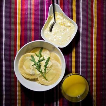 Равиоли с цукини, рукколой и сливочным сыром