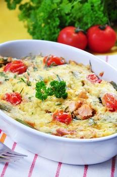 Запечений лосось із картоплею, кропом і вершками