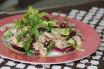 Салат з тунця з червоною квасолею та овочами