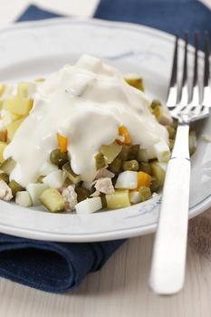 Салат із картоплі з огірками