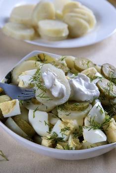 Картопляний салат з яйцем