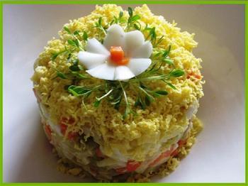 Салат із кальмарів з картоплею та морквою
