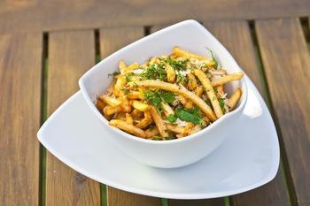 Жареный картофель с травами и сыром по‑итальянски