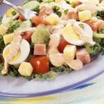 Салат из овощей, ветчины и яиц