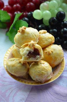 Пирожные с виноградом
