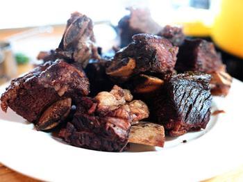 Тушеные говяжьи рёбра в красном вине