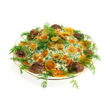 Салат з грибів з сирною заправкою і зеленню