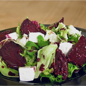 Салат со свеклой и сыром фета