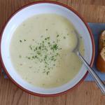 Суп із цибулі-порею, ріпчастої цибулі та картоплі