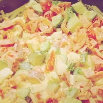 Салат з яйцями і кунжутом