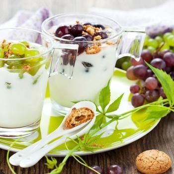Десерт из винограда, маскарпоне и грецких орехов