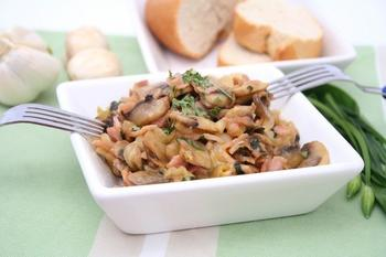 Салат из маринованных грибов и ветчины