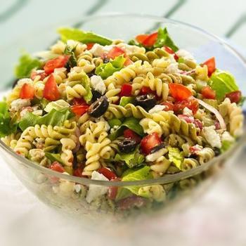 Греческий салат с макаронами