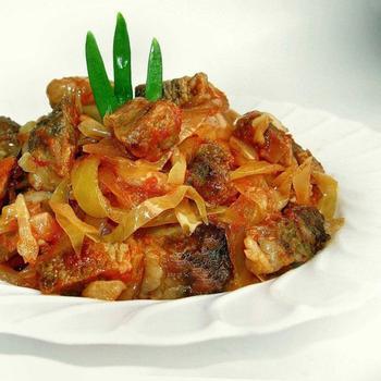 Хек, запечений з овочами в мультиварці