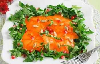 Салат з хурмою і шпинатом
