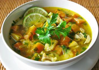 Куриный суп с тыквой и айвой