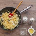 Спагеті з сібасом, родзинками і кедровими горішками