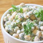 Диетический салат с йогуртом
